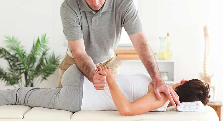 Overcome Back and Body pains naturally with a chiropractor